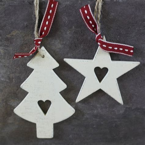 whitewashed wooden star tree decorations by the wedding of