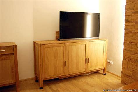 Kommode Mit Ausfahrbarem Fernseher Im Landhausstil