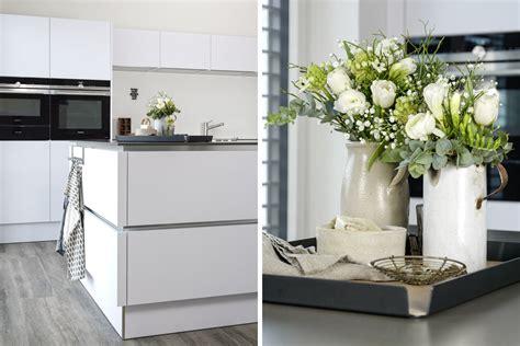 Dekoration  Praktisches Tablett Für Die Kücheninsel