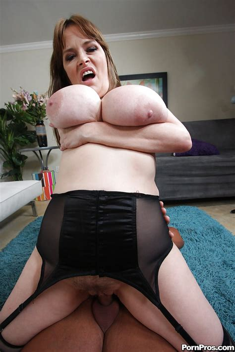 Mature Babe Lynn Lemay Getting Hardcore Fucked After A