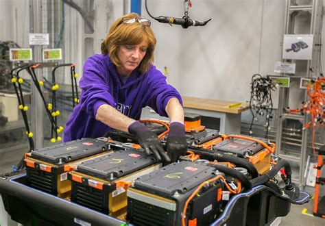Gm Shifts 2015 Chevy Spark Ev Battery Manufacturing To In