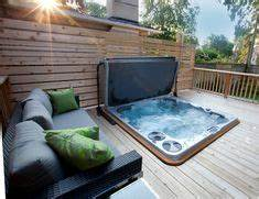 un spa jacuzzir semi encastre dans une terrasse en bois With photo de jardin avec piscine 6 5 idees originales pour leclairage exterieur travaux