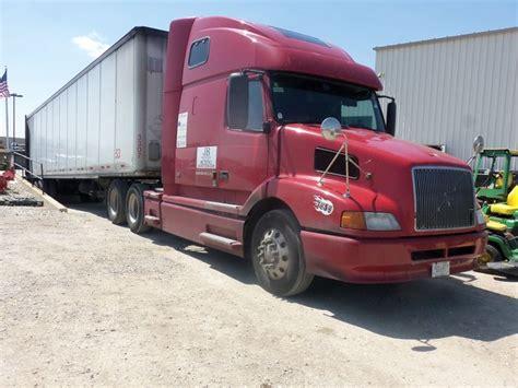 red volvo eighteen wheeler truck  truck pictures