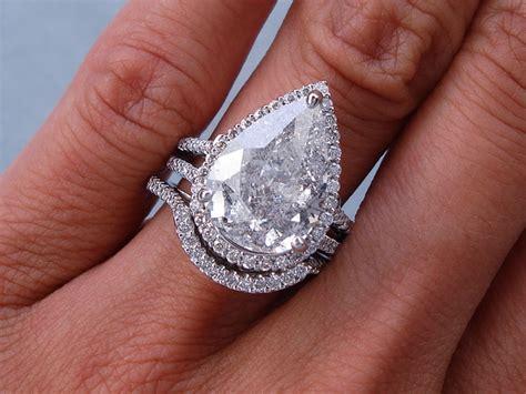 5 93 ctw pear shape diamond wedding ring set includes a
