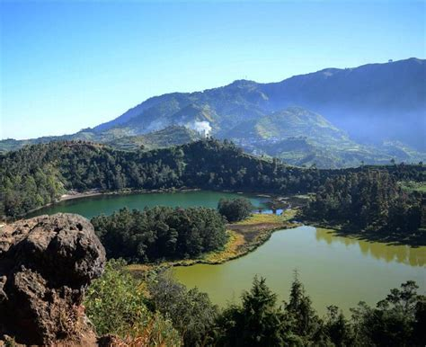 telaga warna dieng danau anggun  komplek obyek wisata