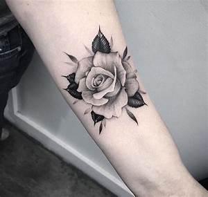 Rosen Tattoo Klein : 1001 blumen tattoo ideen und informationen ber ihre bedeutung rose tattoo ideen blumen ~ Frokenaadalensverden.com Haus und Dekorationen