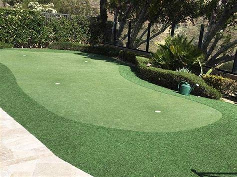 Putting Green For Backyard by 17 Best Ideas About Backyard Putting Green On