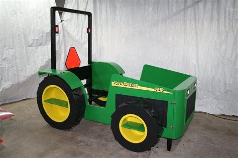 John Deere Tractor Bed  By Anthonyp @ Lumberjockscom