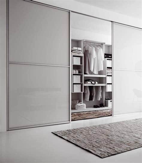 Begehbarer Kleiderschrank Mit Schiebetüren by Integrierter Begehbarer Kleiderschrank Bilder Id
