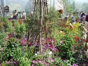 Epcot disney world flower and garden show bambi39s for Butterfly garden orlando