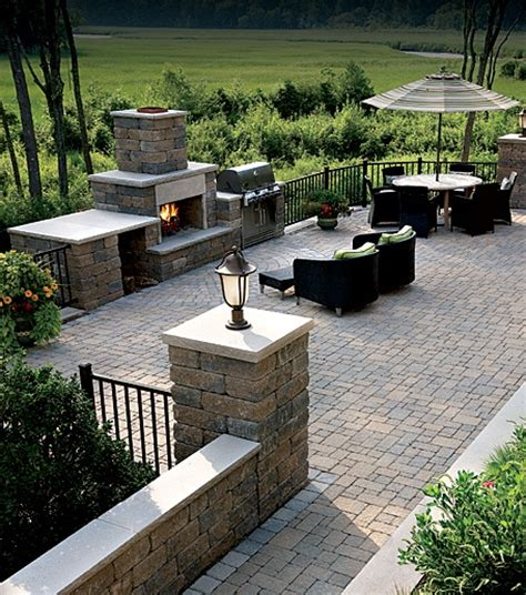lake house landscaping exterior inspiration