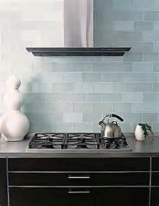 frosted glass backsplash in kitchen 1000 images about cuines on glass subway tile ideas para and fence