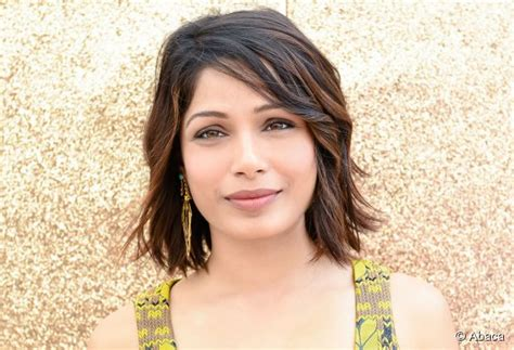 Short hairstyle tutorial: Freida Pinto's beachy bob