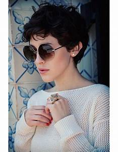 Coiffure Cheveux Courts Bouclés : coupe courte sur cheveux boucl s hiver 2015 les plus belles coupes courtes de 2019 elle ~ Melissatoandfro.com Idées de Décoration