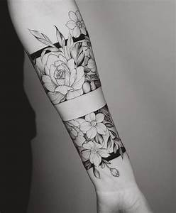 Tattoo Blumenranke Arm : best 25 forearm tattoos ideas on pinterest tattoos rose tattoo forearm and floral arm tattoo ~ Frokenaadalensverden.com Haus und Dekorationen