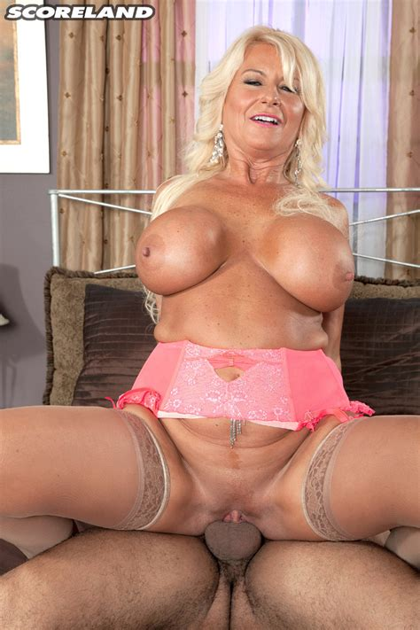 Annellise Croft Gets The Studs Cock Shoved Deep Into Her Pussy Pichunter