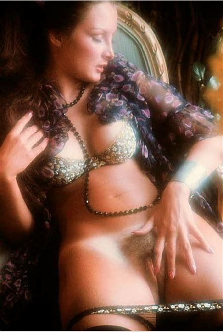 Carolyn Patsis shows off her classic 70s beauty (Penthouse - 16 Pictures)