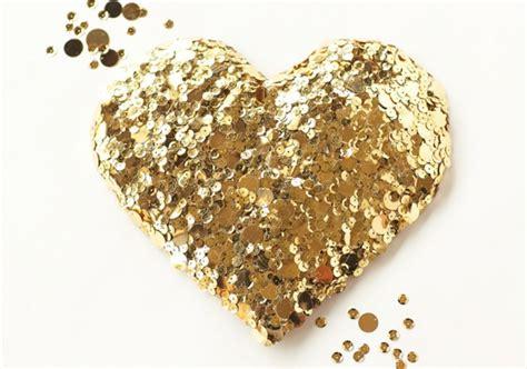 diy gouden decoratie hart theperfectweddingnl