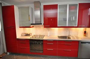 Ophreycom cuisine ikea rouge laquee prelevement d for Idee deco cuisine avec lit king size