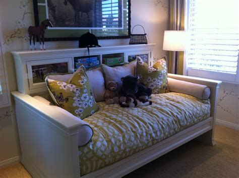 daybedsunroom images  pinterest bedrooms