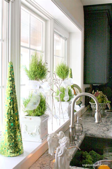 kitchen window christmas decorating ideas