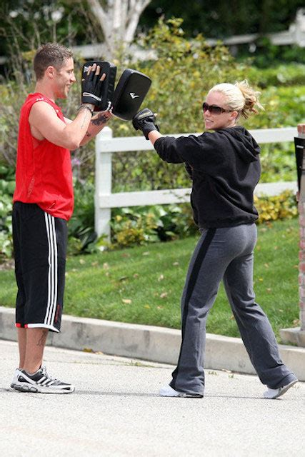 kendra wilkinson workout boxing trainer diet works body routine plan cardio zimbio