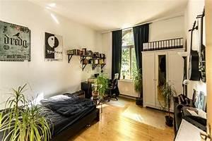 Wg Zimmer Einrichten : lichtdurchflutetes wg zimmer in schwarz wei wg zimmer ~ Watch28wear.com Haus und Dekorationen