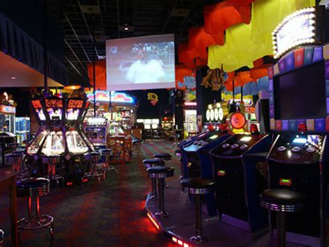 dave busters restaurants  midtown west  york