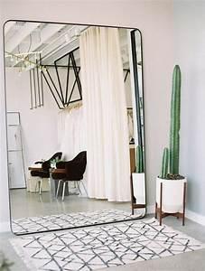 Miroir à Poser : miroir poser au sol 9 id es de d coration int rieure french decor ~ Teatrodelosmanantiales.com Idées de Décoration