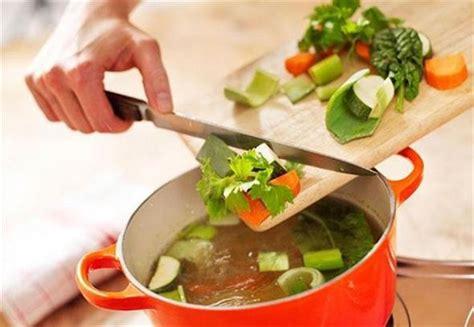 soupe de legume maison recette de soupe de l 233 gumes maison envie de plus