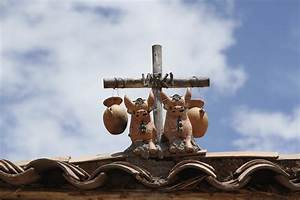 Pucara and the cult of the Peruvian roof ornament