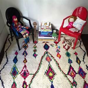 tapis ethnique une belle decoration mysterieuse et originale With tapis kilim avec canapé bambou
