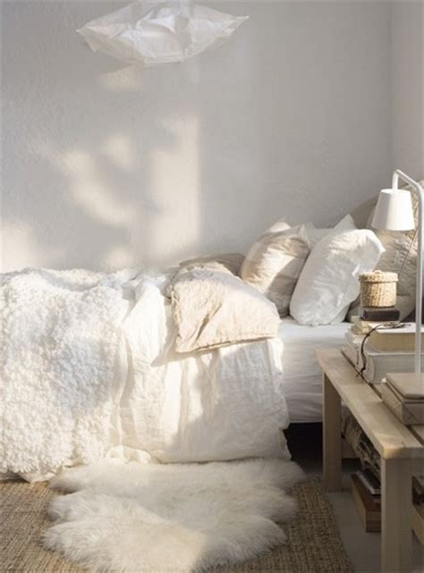 this cozy bedroom ideas for small rooms will make it feel top 5 cozy bedroom designs 556 | white cosy bedroom