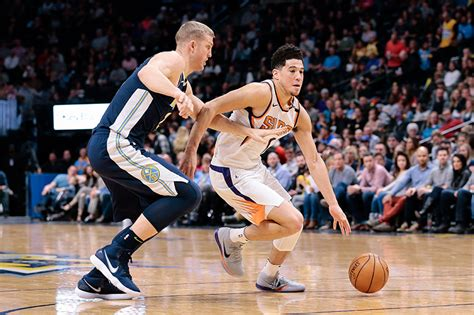 The latest stats, facts, news and notes on devin booker of the phoenix. Devin Booker plus motivé face à un public hostile | Basket USA