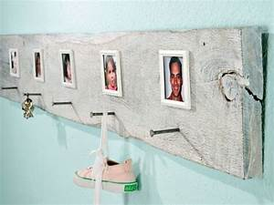 Wandgarderobe Selber Machen : brett als garderobe kreative bastelideen bilder von den familienmitgliedern wandgarderobe ~ Markanthonyermac.com Haus und Dekorationen