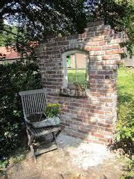 le aus alten holzbalken bildergebnis f 252 r ruinenmauer aus alten abbruchziegeln garten ruinenmauer ruinen und