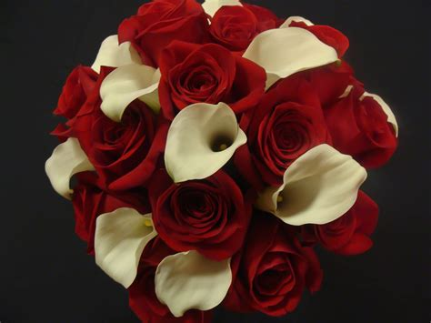 Red Roses And White Calla Lilies