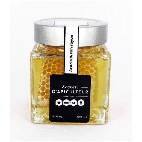 miel en rayon dans pot de miel d acacia r 233 colt 233 en honeycomb in an acacia honey jar
