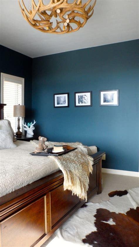 chambre peinte en bleu déco salon couleur de chambre tendance bleu pétrole et
