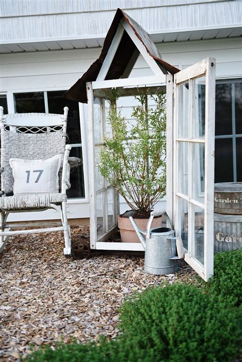 Farmhouse diy greenhouses using old windows. 25 Ways to Repurpose Old Windows for Decorating - A ...