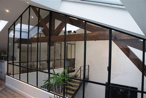 porte coulissante separation cuisine une verrière sous les combles d 39 un toit en pente ou mansardé