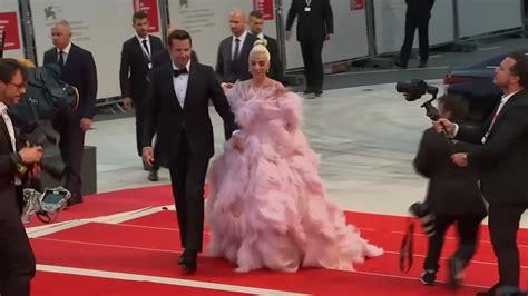 Lady Gaga I Bradley Cooper Przyciągnęli Największe Tłumy
