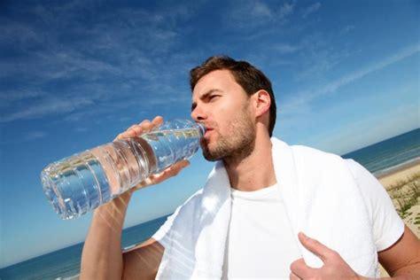 الإكثار من شرب الماء مضر بالصحة  شبكة ابو نواف