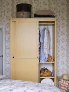 Hemnes Kleiderschrank Ikea : hemnes kleiderschrank mit 2 schiebet ren gelb kleiderschrank kleiderschrank schrank und ~ Buech-reservation.com Haus und Dekorationen
