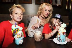 Britney Spears, Niece Maddie & Family Go to Disney World ...