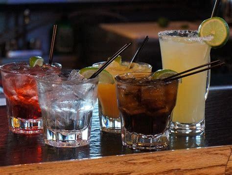 well drinks happy hour drinks