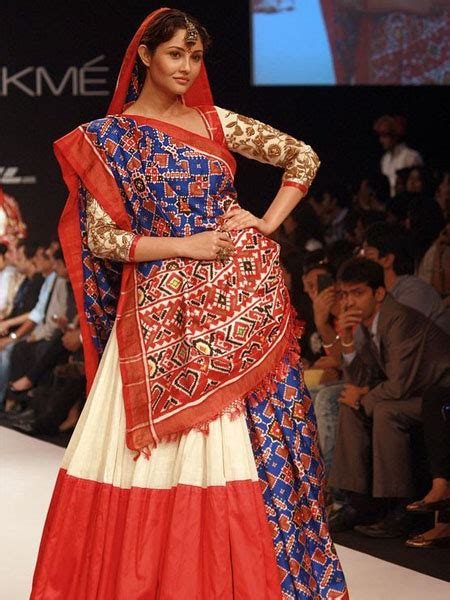 18 traditional saree draping styles from different parts - Traditional Saree Draping Styles