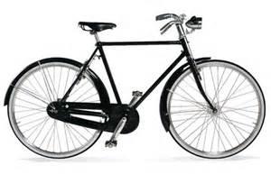 自転車:... 自転車が街を滑走しています