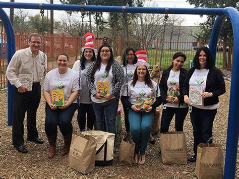 mi escuelita preschool give wings 527 | volunteer slider 3