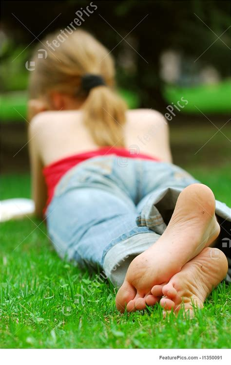 girl relaxing stock photo   featurepics